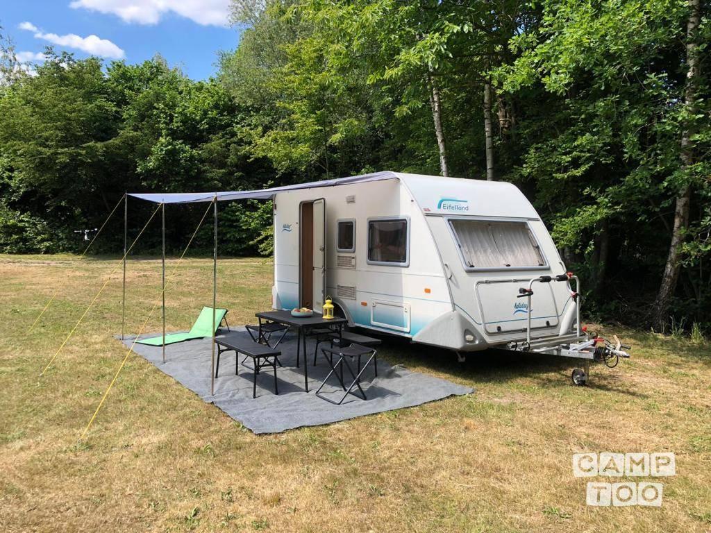 Duizenden aanbiedingen van uiteenlopende campers en caravans vind je op Camptoo.