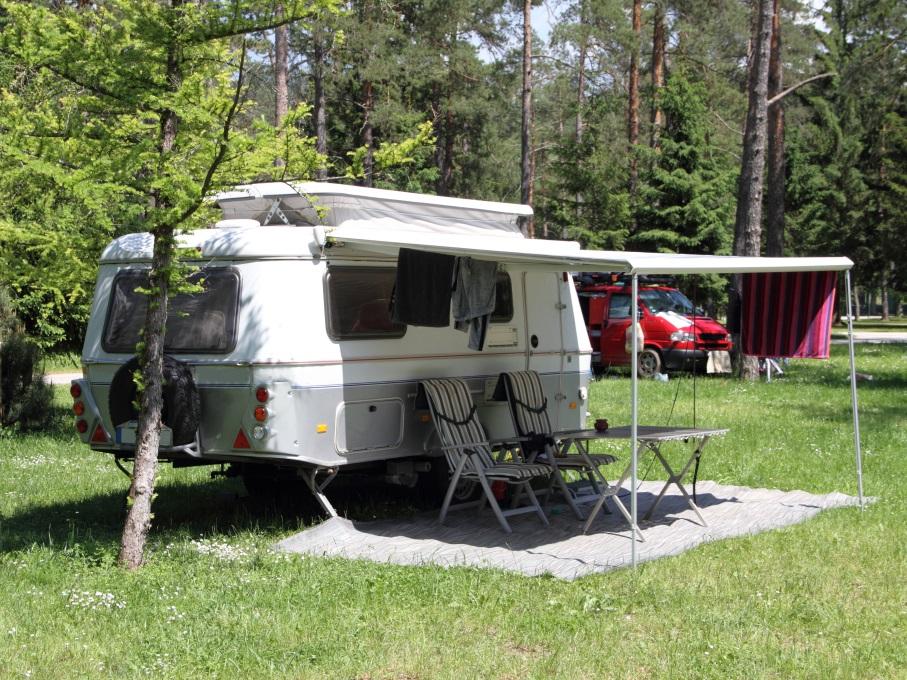 Met een seizoensplek kun je het hele kampeerseizoen genieten van vakantie.