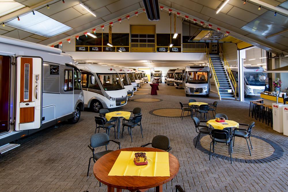 Met een showroom van 1500m2 en een grote, moderne werkplaats is Tielen Campers een van de grotere camperbedrijven van ons land.